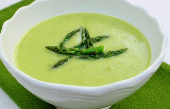 Sopa de esparragos verdes